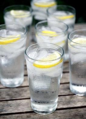 10-health-benefits-of-drinking-lemon-water
