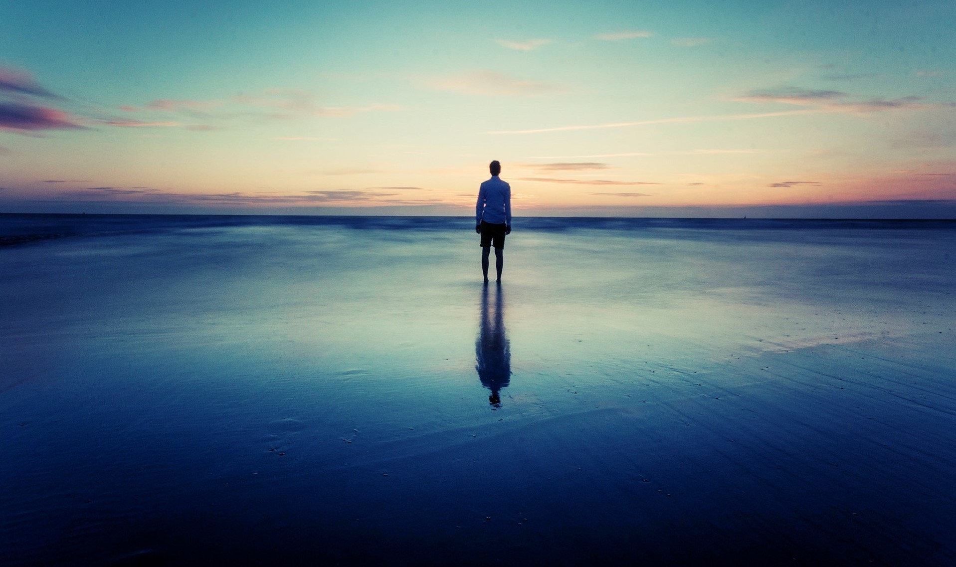 635903728850127570-2076758665 16561-alone-at-the-beach-1920x1200-photography-wallpaper